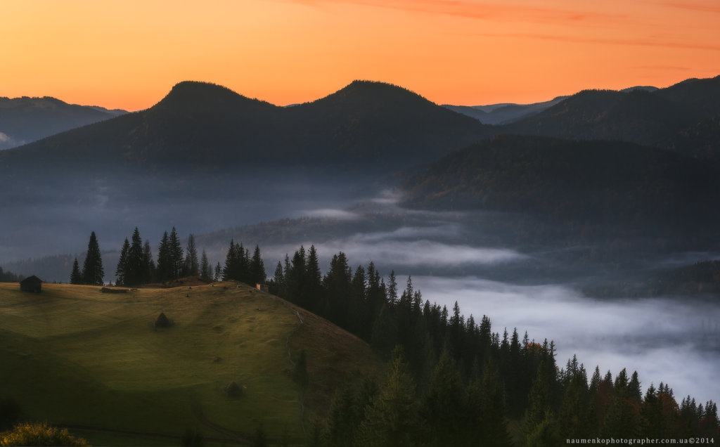 Ukraine. Carpathians. Dzembronya. The view from the meadows Step